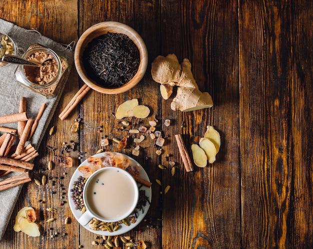 Ingrédients Pour Masala Chai Et Tasse Avec Boisson Photo Premium