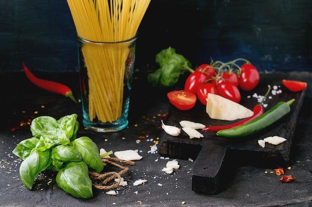 Ingrédients Pour Sauce à Spaghetti Photo Premium
