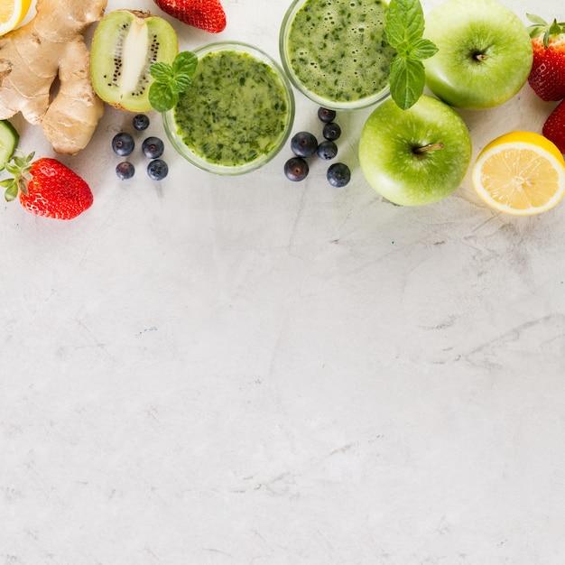 Ingrédients pour un smoothie vert frais Photo gratuit