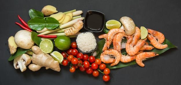 Ingrédients Pour Soupe Thaïlandaise Tom-yum Kung. Photo Premium
