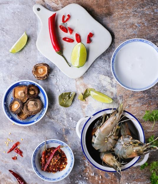 Ingrédients Pour La Soupe Tom Yam Photo Premium