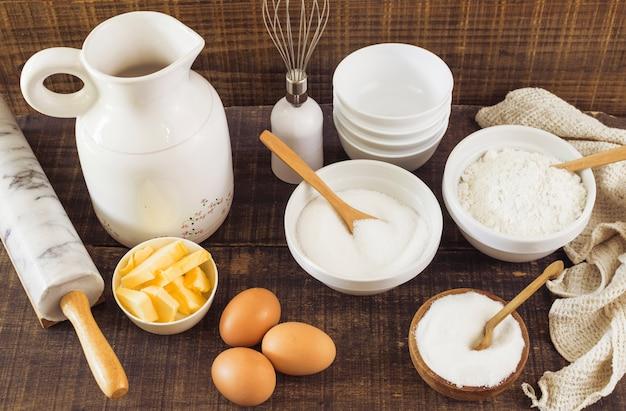 Ingrédients de préparation de la pâtisserie Photo gratuit