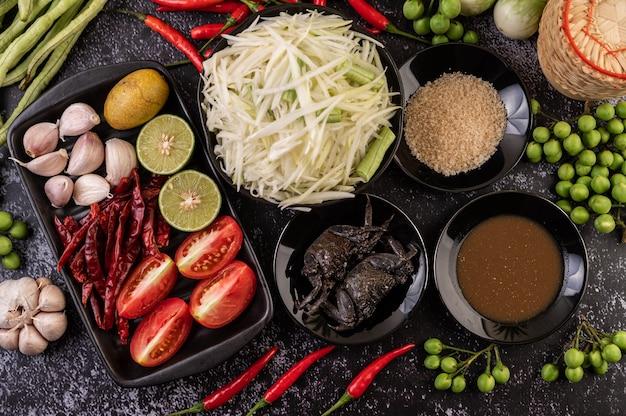 Les Ingrédients De La Salade De Papaye Comprennent La Papaye. Photo gratuit