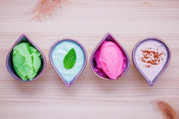 Ingrédients de soins de la peau à base de plantes naturelles et fond de préparation de traitement du visage. Photo Premium