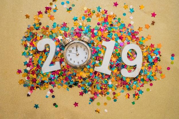 Inscription 2019 avec paillettes et horloge Photo gratuit