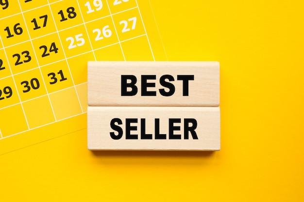 Inscription Best Seller Sur Cubes, Stylo Jaune Sur Fond Jaune. Une Solution Brillante Pour Le Concept Commercial, Financier Et Marketing Photo Premium