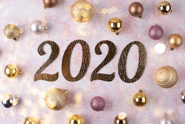 Inscription Du Nouvel An 2020 Avec Des Boules De Noël Photo Premium