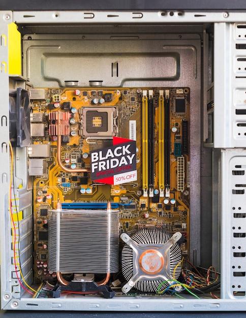 Inscription du vendredi noir brillant dans un boîtier d'ordinateur Photo gratuit
