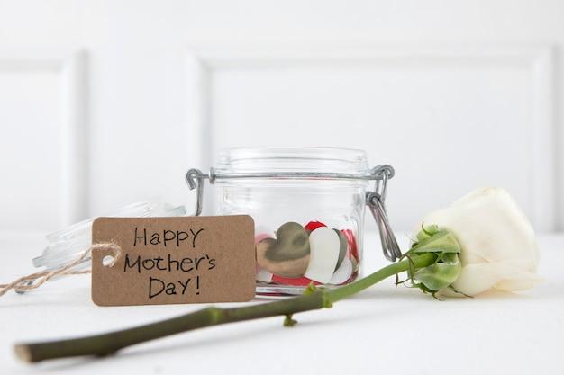 Inscription Heureuse Fête Des Mères Avec Rose Blanche Photo gratuit