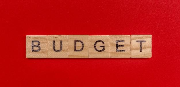 L'inscription En Lettres En Bois Le Mot Budget Photo Premium