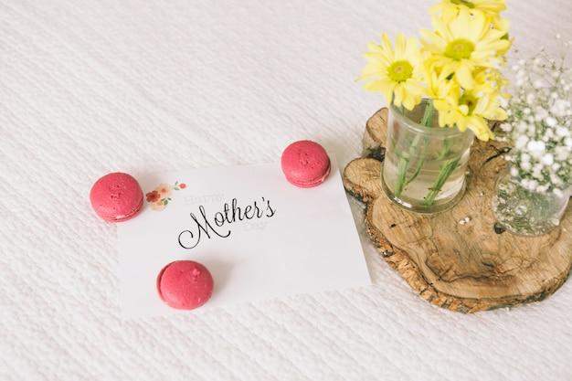 Inscription De Mères Avec Des Fleurs Et Des Macarons Photo gratuit