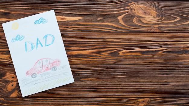 Inscription de papa avec voiture dessin sur table Photo gratuit