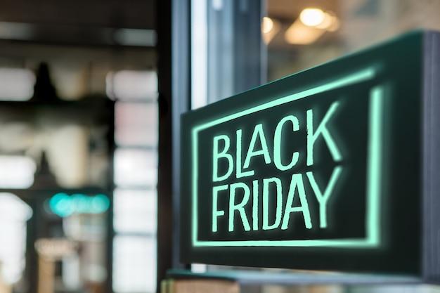 Inscrivez-vous Dans Le Magasin Black Friday Concept De La Vente Saisonnière Photo Premium