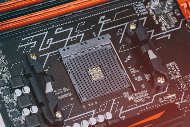 Installation Du Processeur Moderne Dans Le Socket Du Processeur Sur La Carte Mère Photo Premium