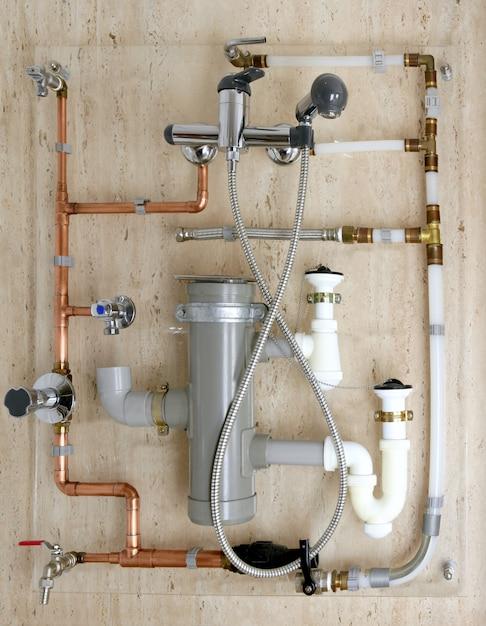 Installation de tuyauterie en cuivre et pvc en polyéthylène Photo Premium