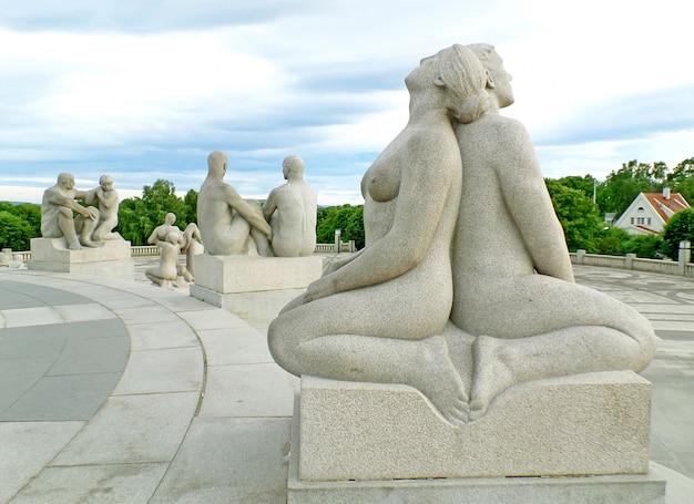 Installation De Vigeland Frogner Park Avec Sculptures En Bronze Et Granit, Oslo, Norvège Photo Premium