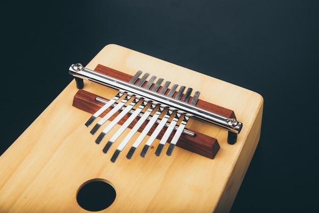 Instrument De Musique à Percussion Acoustique Kalimba Vintage, En Bois Photo Premium