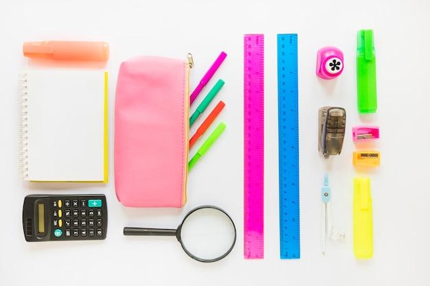 Instruments d'écriture mis en ordre Photo gratuit