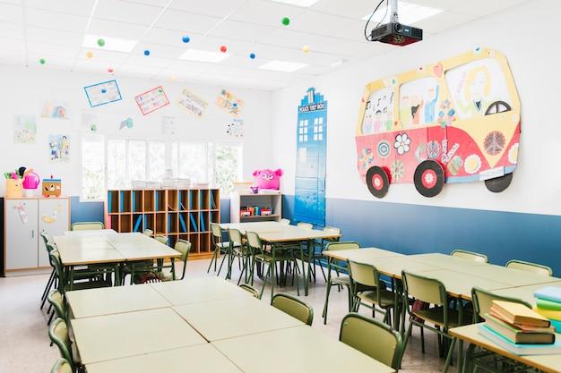 Intérieur de la classe d'école primaire Photo gratuit