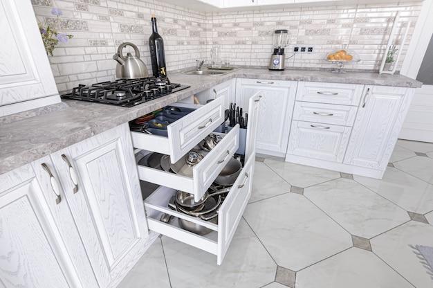 Interieur De Cuisine En Bois Blanc Moderne Photo Premium