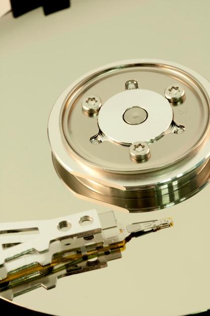 À l'intérieur d'un disque dur d'ordinateur Photo Premium