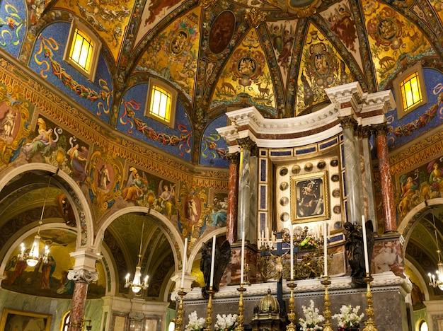 Intérieur du sanctuaire de pompéi Photo Premium