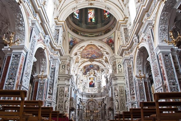 Intérieur de l'église la chiesa del gesu ou casa professa à palerme, sicile Photo Premium