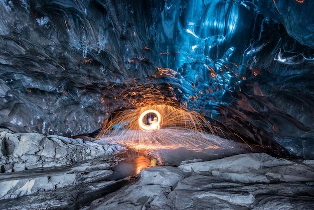 Intérieur et grotte de glace en islande Photo Premium