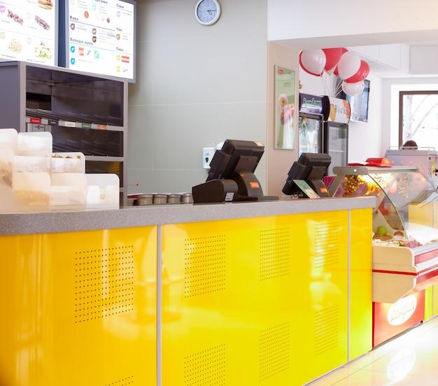 Intérieur d'un restaurant rapide Photo Premium