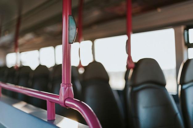 Intérieur d'un transport en bus public Photo gratuit