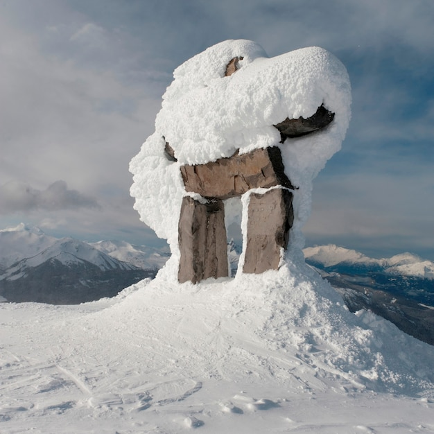 Inuksuk Couvert De Neige, Whistler, Colombie-britannique, Canada Photo Premium