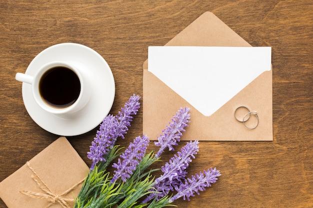 Invitation De Mariage à La Lavande Photo gratuit