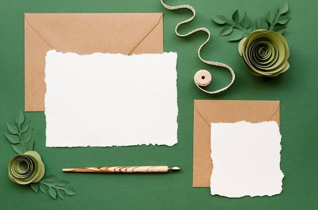 Invitation De Mariage Avec Des Ornements En Papier Floral Photo gratuit