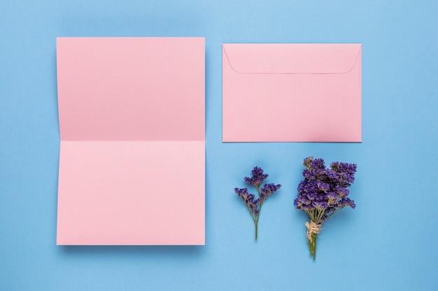 Invitation de mariage rose ouverte Photo gratuit