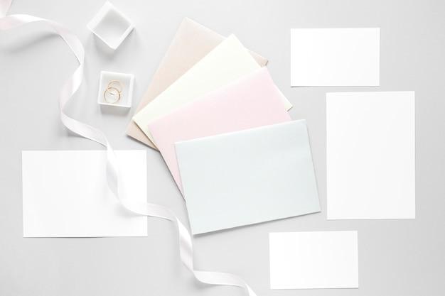 Invitations De Mariage Dans Des Enveloppes Photo gratuit