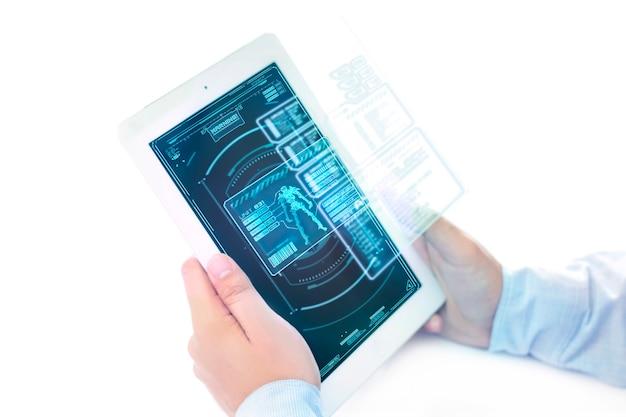 Ipad futuriste avec zone de menu de jeu holographique. Photo Premium