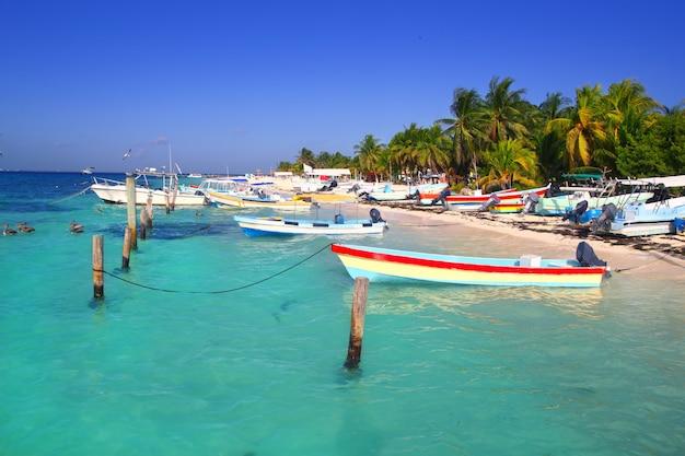 Isla mujeres mexique bateaux mer turquoise des caraïbes Photo Premium