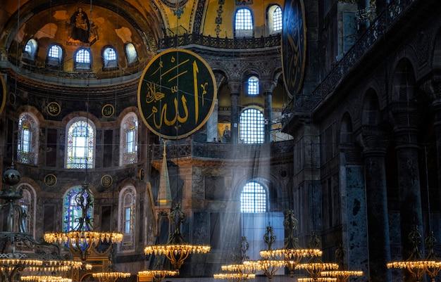 Istanbul, Turquie. Hagia Sophia Est Le Plus Grand Monument De La Culture Byzantine. Photo Premium