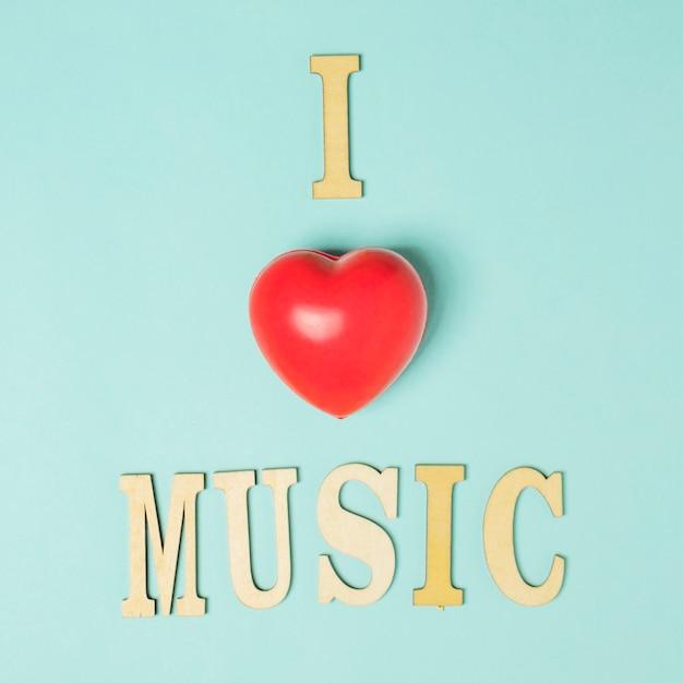 J'aime le texte de musique avec un coeur rouge sur fond coloré Photo gratuit