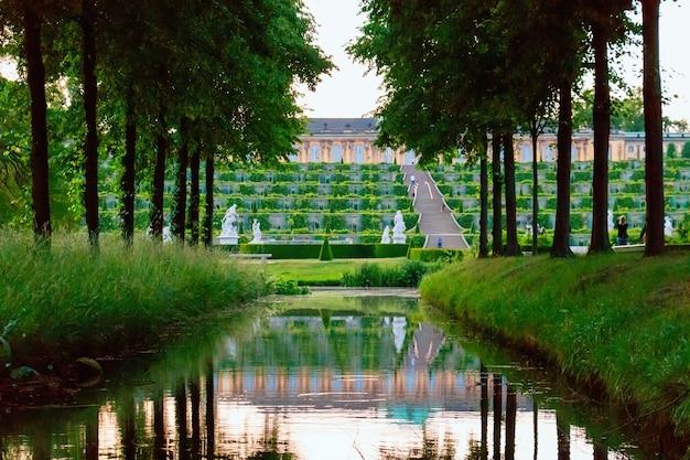 Jardin du palais de sanssouci à potsdam, allemagne Photo Premium