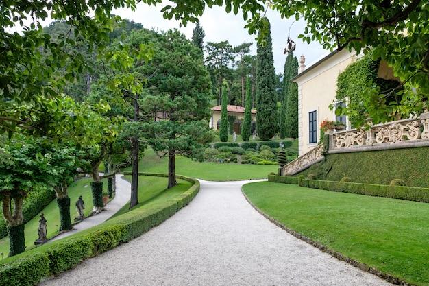 Jardin verdoyant de la villa del balbianello Photo Premium