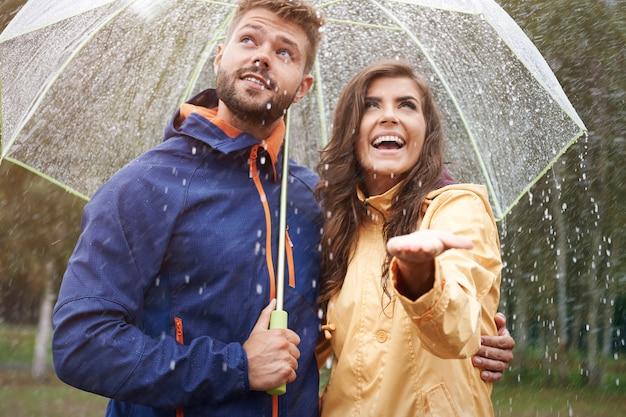 Je Pense Qu'il N'arrête Pas De Pleuvoir Bientôt Photo gratuit