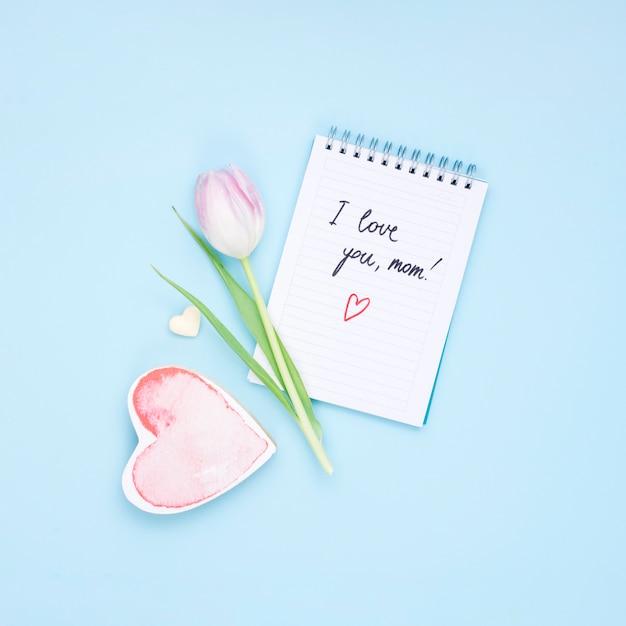 Je T'aime Inscription Maman Sur Le Bloc-notes Avec Fleur De Tulipe Photo gratuit