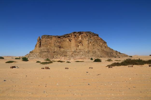 Jebel barkal est une montagne sacrée au soudan Photo Premium