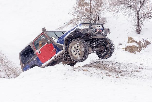Jeeps en compétition de rallye d'hiver Photo Premium