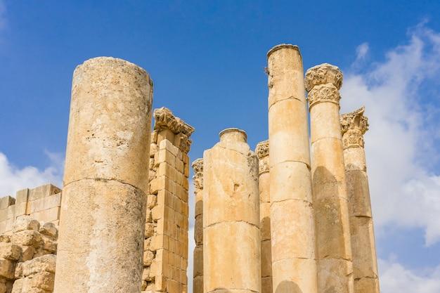 Jerash, la gerasa de l'antiquité, est la capitale et la plus grande ville du gouvernorat de jerash, située au nord de la jordanie. Photo Premium