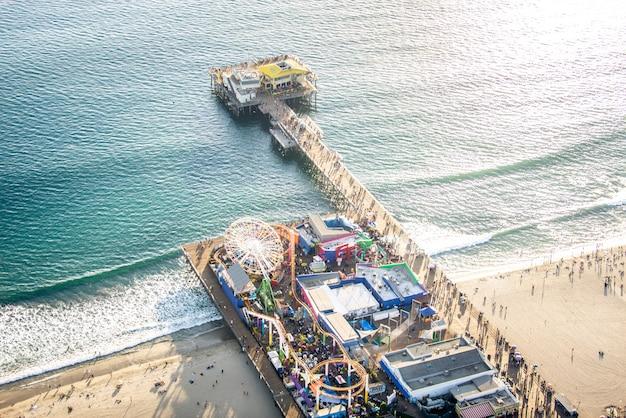 Jetée De Santa Monica, Vue Depuis L'hélicoptère Photo Premium