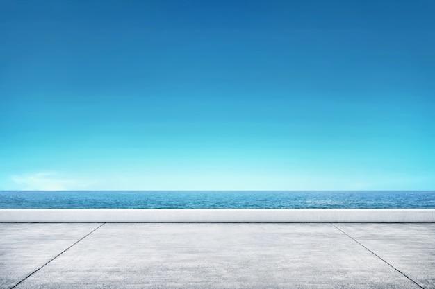 Jetée avec vue sur la mer Photo Premium
