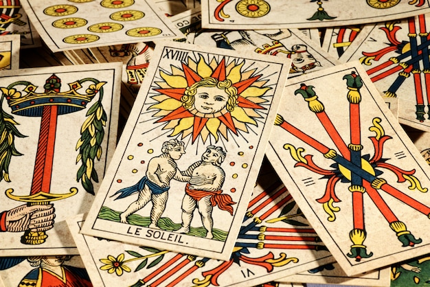 Jeu De Cartes De Tarot Photo Premium