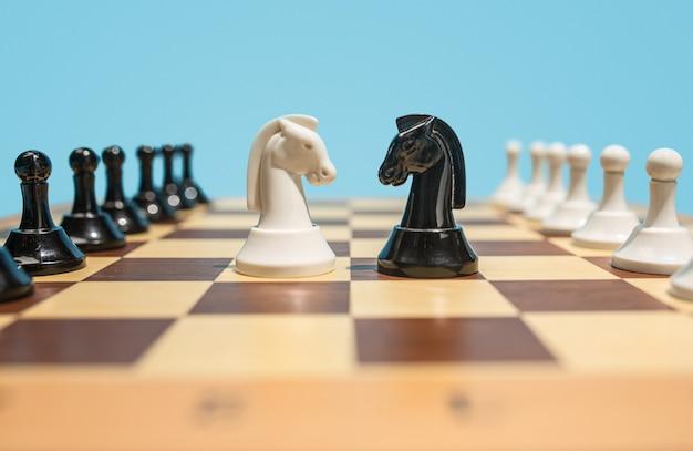 Le Jeu D'échecs Et Le Concept De Jeu D'idées Commerciales Et De Concurrence. Photo gratuit